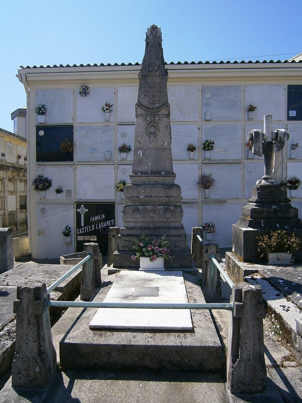 Sepultura de Lugrís no Cemiterio de Santo Amaro.