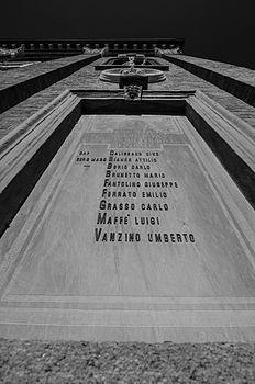 Chiesa della SS. Annunziata Ricordo dei caduti.jpg