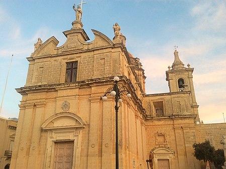 Church in Mqabba, Malta.jpeg