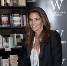 Cindy Crawford ĉe la Flata librosubskribo ĉe Piccadilly de Waterstone en London.jpg