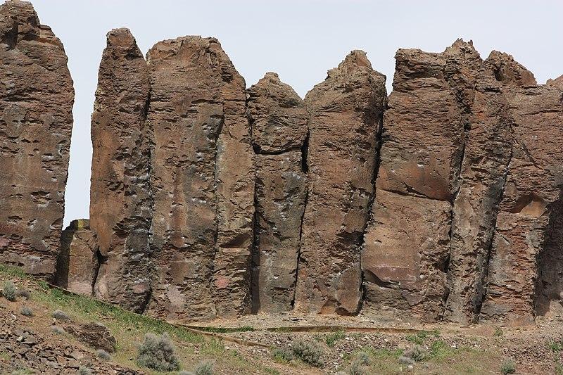 File:Columbia River Basalt Group 1943.JPG