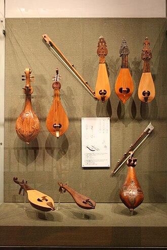Music of Greece - Cretan lyras