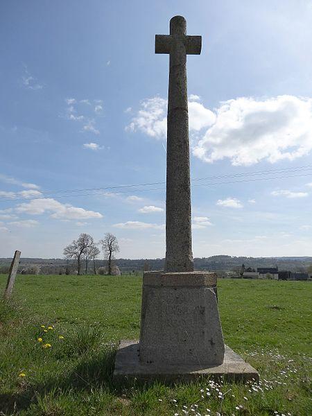 Calvados sur la départementale 295: croix de chemin de 1786 au lieu-dit La Rocque.