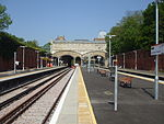 Crystal Palace stn platform 5 look west2.jpg