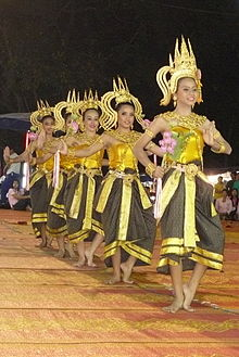 Dancing art Thai ancient show in the Wat Phra Thaen Sila At fair 06.jpg