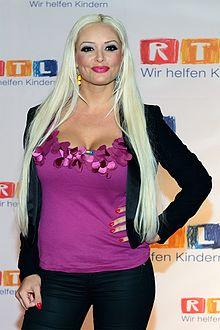 Daniela Katzenberger - eine lecker, sexy,  Berühmtheit aus Deutschland, Irland Republik, England,  im Jahr 2020