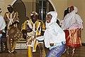 Danseuse accompagné par les batteurs (Togo ; Afrique de l'Ouest).jpg