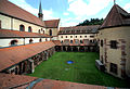 Das Kloster Bronnbach, der Kreuzgang mit der Kirche.jpg