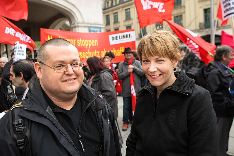File:Demonstration zum NSU Prozess München-3 (8647166419).jpg