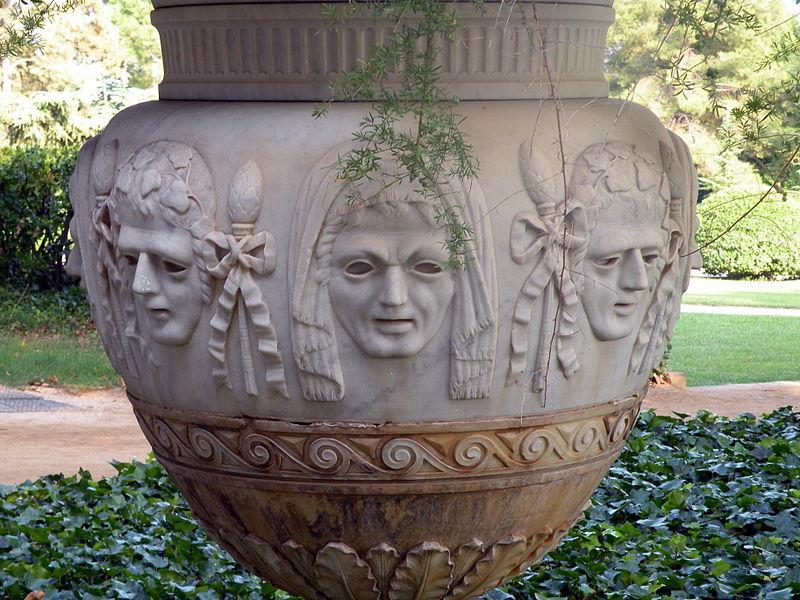 Arquivo: Detalle de jardineira del jardín del Palacio Real de Pedralbes, Barcelona.JPG