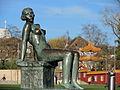 Die 'Sitzende' (Hermann Hubacher) - Chinagarten Zürich - Seefeld-Quai 2013-04-13 17-39-46 (P7700).JPG