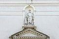 Dorsoduro Chiesa Angelo Raffaele statua portale Venezia.jpg