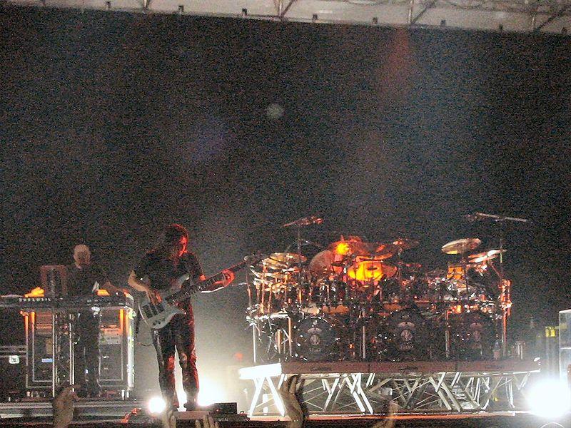 Dream Theater 800px-Dream_Theater_live_Roma_2004