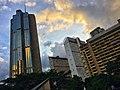 El centro de Caracas, las torres de Parque Central, otrora los rascacielos más altos de América Latina. Fotografía de Vicente Quintero.jpg