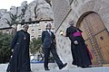 El president amb el Pare Abat i l'arquebisbe de Tarragona.jpg