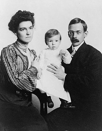 Gilbert Hovey Grosvenor - Elsie and Gilbert holding their son, Melville, Library of Congress.