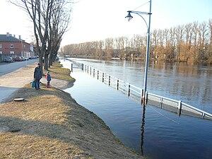 Supilinn - Image: Emajõe tänav, Kroonuaia silla poolt