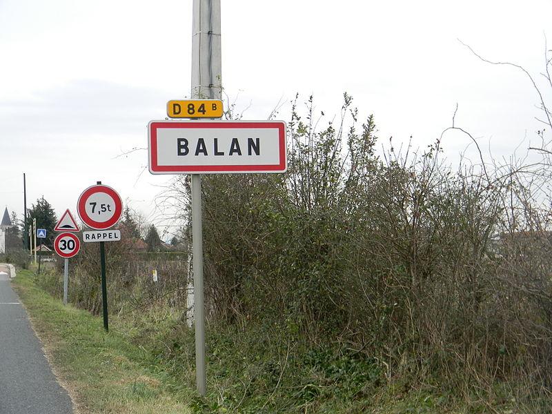 Panneau à l'entrée de Balan, dans l'Ain, sur la route départementale D84B.