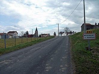 Beaumont-lès-Randan - Entrance by departmental road 94.
