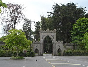 English: Entrance to Strokestown Park Strokest...