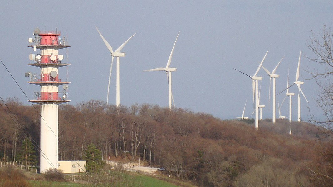 The wind farm in Lomont is at the limit of high Doubs specifically on the chain of Lomont through the Franche-Comte region from East to West