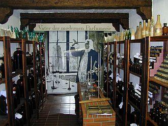 Fragrance Museum - Image: Essenzenraum
