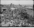 Exhibition, crowd scene on Midway (29054605992).jpg