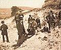 FA Quenstedt bei Ausgrabungen auf der Schwäbischen Alb 1882 (Wwm006).jpg