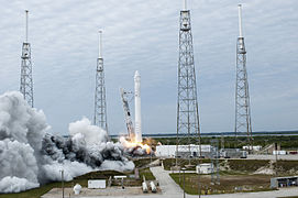Falcon 9 CRS-2 launch 01 (KSC-2013-1745).jpg