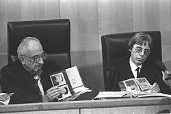 """אלי עזור ורדיו 103 נותנים במה לעו""""ד שיצג את איוון דמניוק שהואשם ברצח עם של 850000 יהודים בטרבלינקה והוציא אותו זכאי ועכשיו הוא ימני . לכאורה 250px-thumbnail"""
