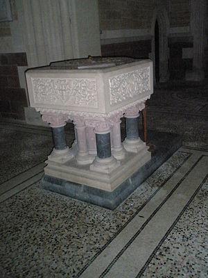 Holy Trinity Church, Privett - Image: Font at Holy Trinity Church, Privett