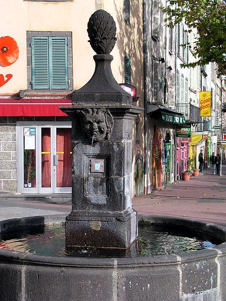 """""""Fontaine de la flèche"""" (Fontain of the arrow) in Clermont-Ferrand (Puy-de-Dôme, France, atthe intersection of """"boulevard Trudaine"""" and """"rue des Archers""""."""