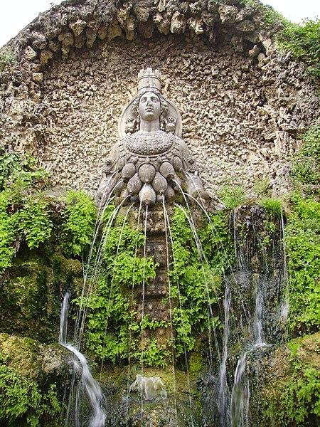 File:Fontana di Diana Efesina-Tivoli, Villa d'Este.jpg