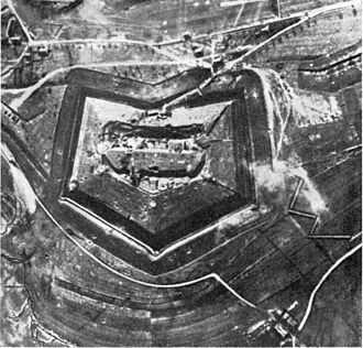 Battle of Verdun - Image: Fort Douaumont Anfang 1916