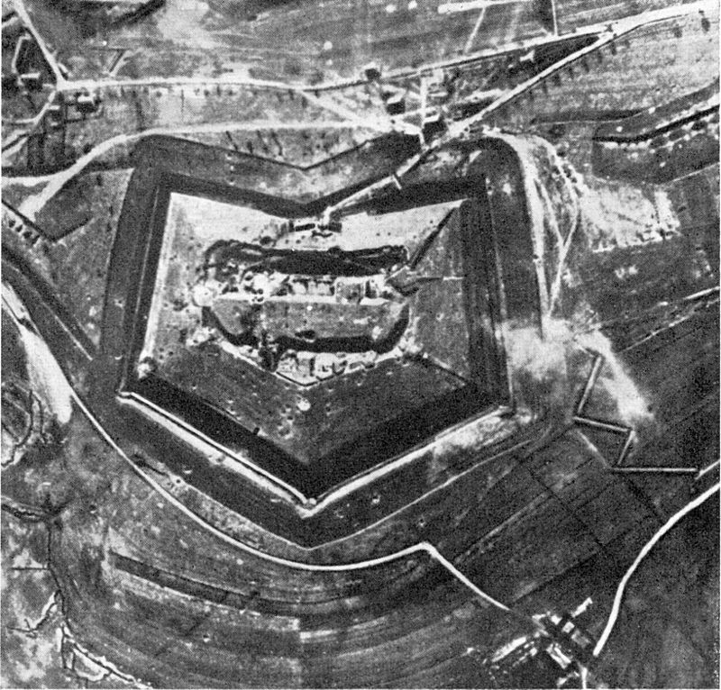 Fort Douaumont Anfang 1916.jpg
