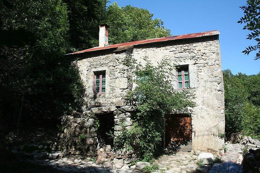 Fraisse-sur-Agout (Hérault) - maison traditionnelle aux Hers.