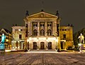 Front of Nationaltheatret in Oslo at night.jpg