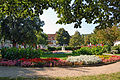 Gänselieslbrunnen Klosterneuburg mit Park.jpg