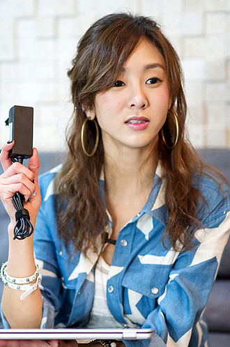 Korean Canadians - Image: G.NA with LG Xnote Ultrabook Z330 (cropped)