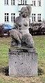 Gedenkstatur Andenacherstr Ingelheimerstr (Karl) Kniende von Karl Trumpf.jpg
