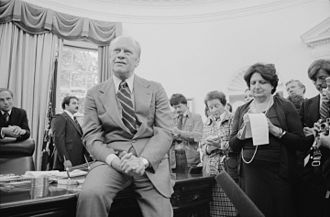 Helen Thomas - Thomas with President Ford and chief of staff Dick Cheney (left) in 1976