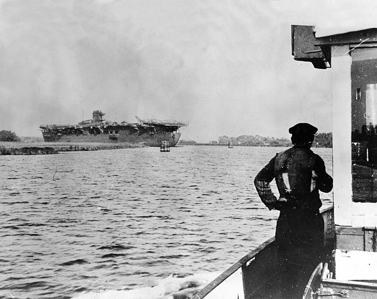 File:German aircraft carrier Graf Zeppelin during September 1945 at Stettin.jpg