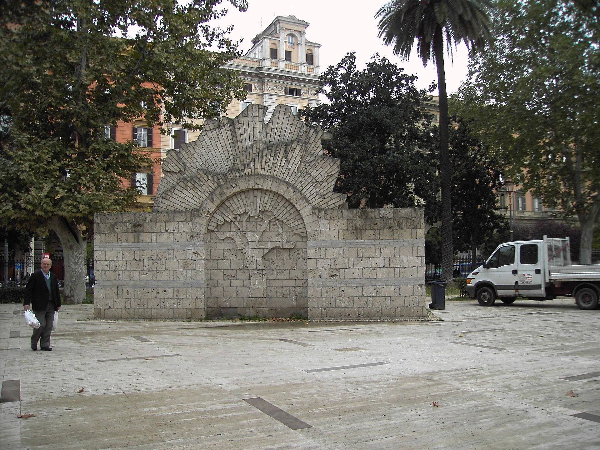 Piazza vittorio emanuele ii rome wikip dia - Porta magica piazza vittorio ...