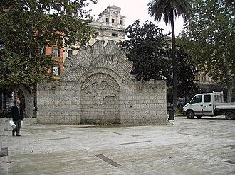 Piazza Vittorio Emanuele II (Rome) - Image: Giardini di piazza Vittorio 9511 01