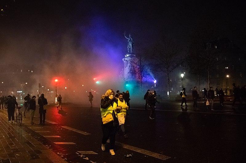 File:Gilets jaunes acte 4 Paris 2018-12-08.jpg