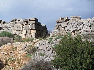 Gla - The south gate, external view (note ashlar masonry)