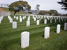 Il Golden Gate National Cemetery di San Bruno. In Silent Hill 2 James incontra Angela nel cimitero Toluca. La stessa ambientazione è visibile nel finale Leave.