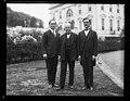 Group at White House, Washington, D.C. LCCN2016887991.jpg