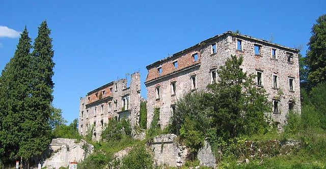 http://upload.wikimedia.org/wikipedia/commons/thumb/0/0e/HaasbergCastle-Slovenia.JPG/640px-HaasbergCastle-Slovenia.JPG