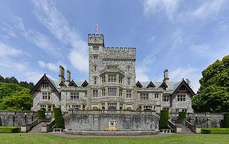 Polygonal masonry - Hatley Castle, garden side